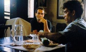 Jorge Perugorría y Vladimir Cruz interpretando a Diego y David respectivamente en Fresa y Chocolate (1993).
